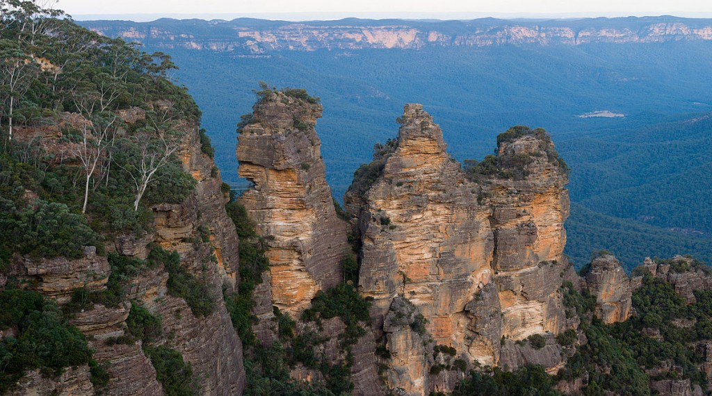 1200px-Blue_mountains_-_three_sisters