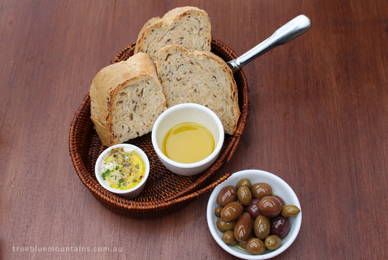 Vesta_bread-olives